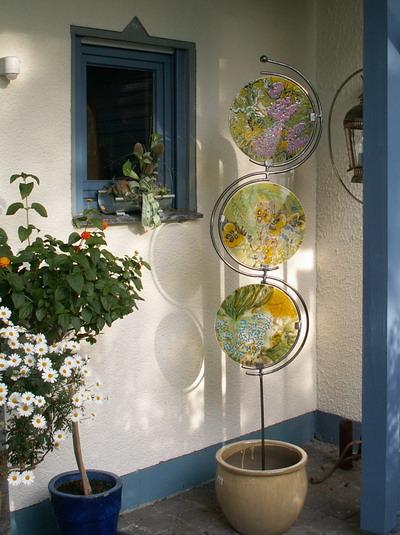 blumens ule aus glas f r in den garten bild kunst von. Black Bedroom Furniture Sets. Home Design Ideas