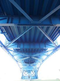 Brücke, Frau mit handy, Licht, Perspektive