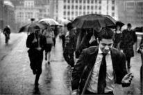 Pinnwand, Mann, Regen