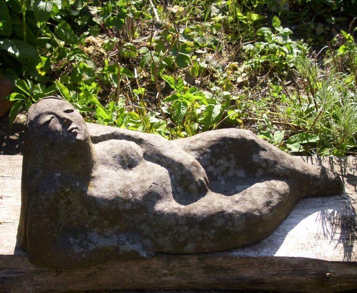 Figur, Gartenplastik, Keramikfigur, Gartenkeramik, Liegend, Gartenfigur