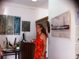 Frei, Opening in budens, Galary art events, Frau, Pinnwand