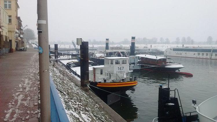 Schiff im hafenbecken, Duisburg, Fotografie, Hafen