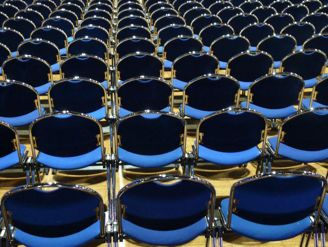 Stuhlreihe, Blau, Grugahalle, Leere, Fotografie