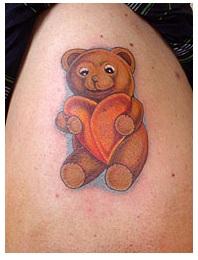 teddyb r mit herz tattoo bild kunst von leonard hoffmann bei kunstnet. Black Bedroom Furniture Sets. Home Design Ideas