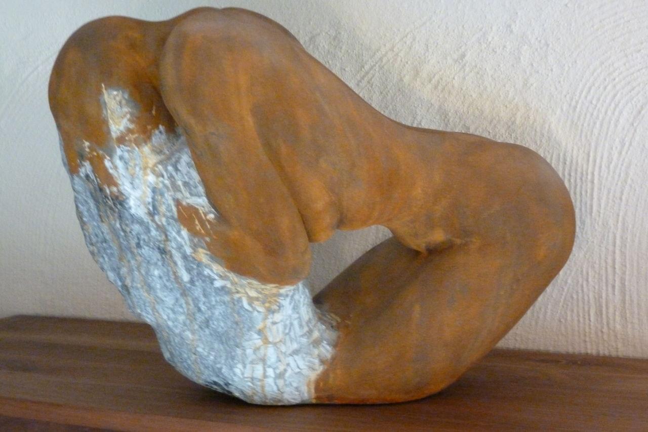die kniende skulptur akt stein steatit von gerd. Black Bedroom Furniture Sets. Home Design Ideas