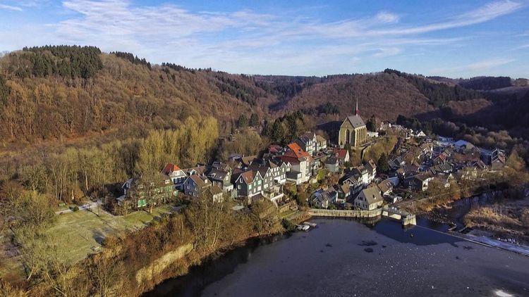 Altbeyenburg, Wald, Luftbild, Kirche, Landschaft, Stausee