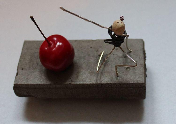 Kirsche, Kirschkernkunst, Kirschkern, Skulptur, Betonkunst, Gleichgewicht