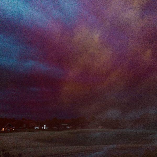 Häuser, Licht, Farbwolken, Feld, Himmel, Mischtechnik