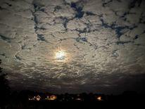Häuser, Wolkenflechten, Mond, Fotografie