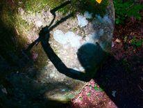 Waffe, Findling, Moos, Schatten