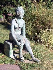 Kunsthandwerk, Bronze, Frau, Stein