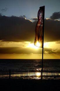 Sonne, Meer, Himmel, Fahne