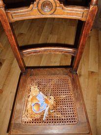 Bemalte stühle, Ei, Nest acryl, Mischtechnik