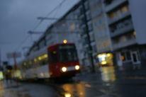 Stadt, Kreuzung, Oberleitung, Regen
