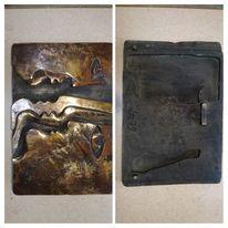 La79, Gesichtsprofile, Bronzerelief, Pinnwand