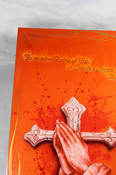 In nomine patris, Airbrush, Kreuz rot, Hand