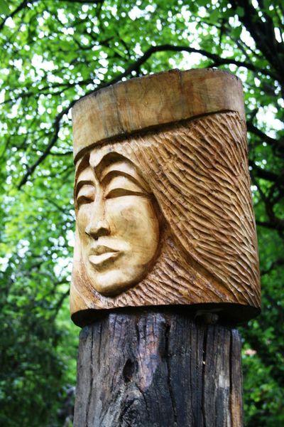 Holzskulptur, Prinzessin, Nussbaum, Eichenschwelle, Plastik aus holz, Großengottern