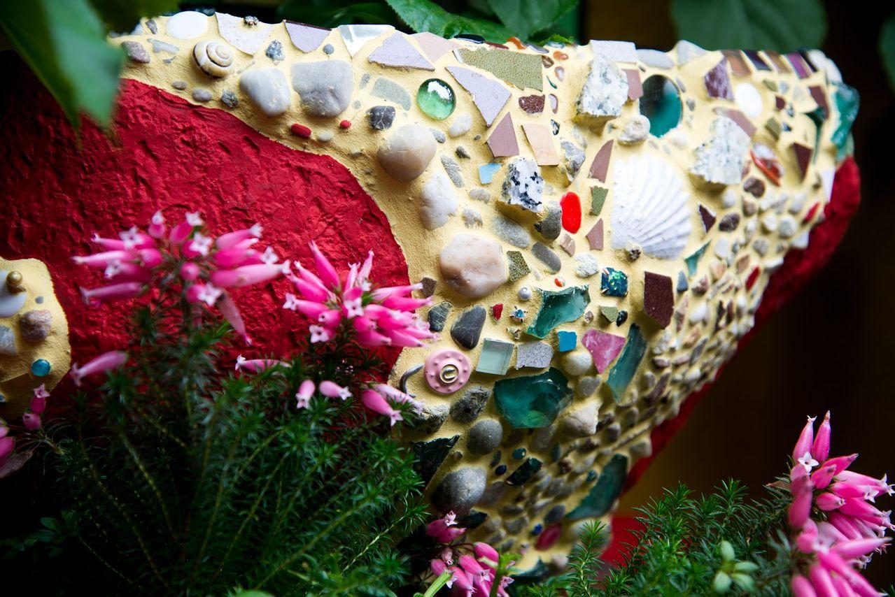 Bild brunnen mosaik garten kunsthandwerk keramik - Mosaik garten ...