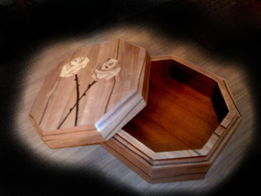 image holz kunsthandwerk von ambos on kunstnet. Black Bedroom Furniture Sets. Home Design Ideas