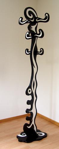 bild holz skulptur wei schwarz von andiluzi bei kunstnet. Black Bedroom Furniture Sets. Home Design Ideas