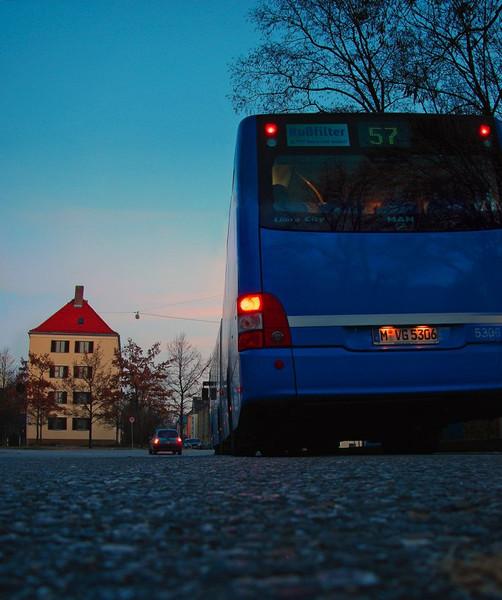 Bus, Fotografie, Größenunterschied, Unterschied, Laimerplatz, Vertikalpanorama