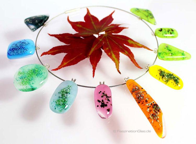 Farbenfroher schmuck aus glas farbflash halsschmuck for Gartenschmuck aus glas