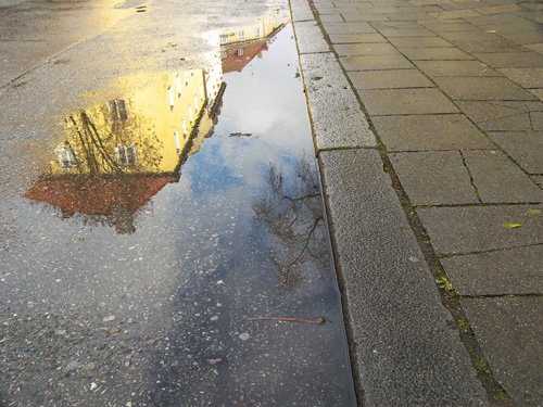 Regen, Häuser, München, Straße, Pfütze, Kopfstehen