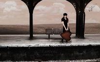 Bahnhof, Frau, Koffer, Wolken
