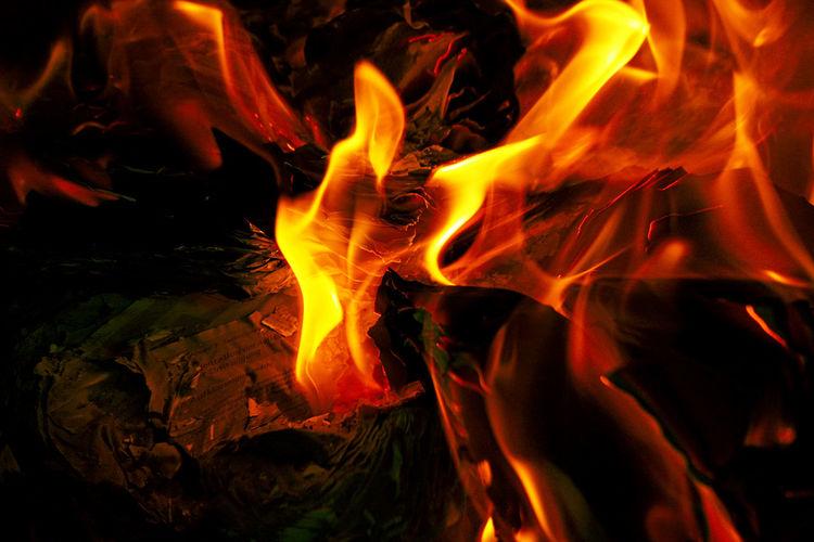 Hell, Gemütlichkeit, Feuer, Licht, Zeitung, Flammen