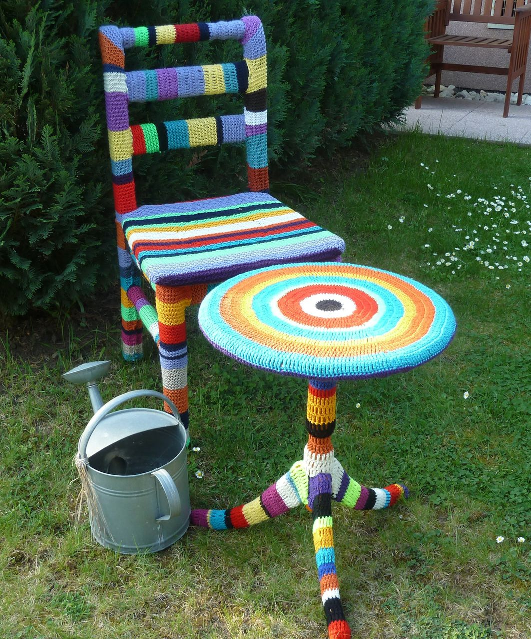 gestrickte garten deko bild kunst von edith koch bei kunstnet. Black Bedroom Furniture Sets. Home Design Ideas