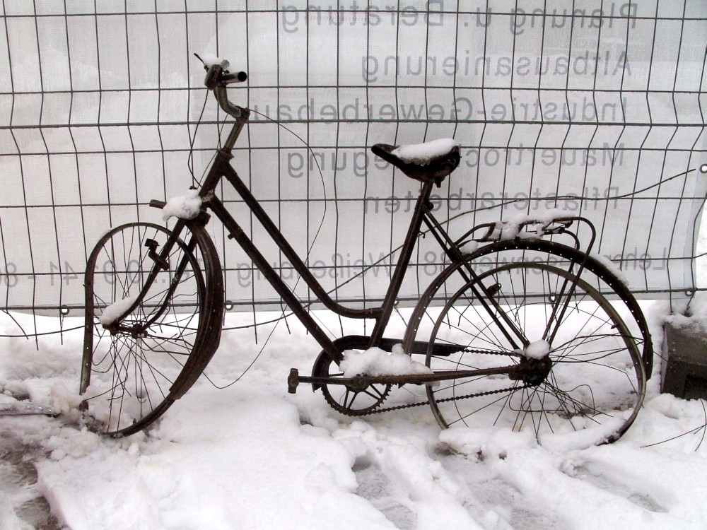 alter drahtesel stillleben winter fahrrad fotografie von keili bei kunstnet. Black Bedroom Furniture Sets. Home Design Ideas