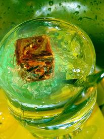 Wasser, Gelb, Würfel, Montage