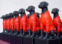 Kleinplastiken, Hund, Roter pullover, Plastik