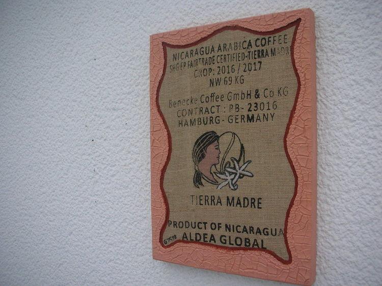 Kn17, Holzbildträger, Kaffeesack, Mischtechnik