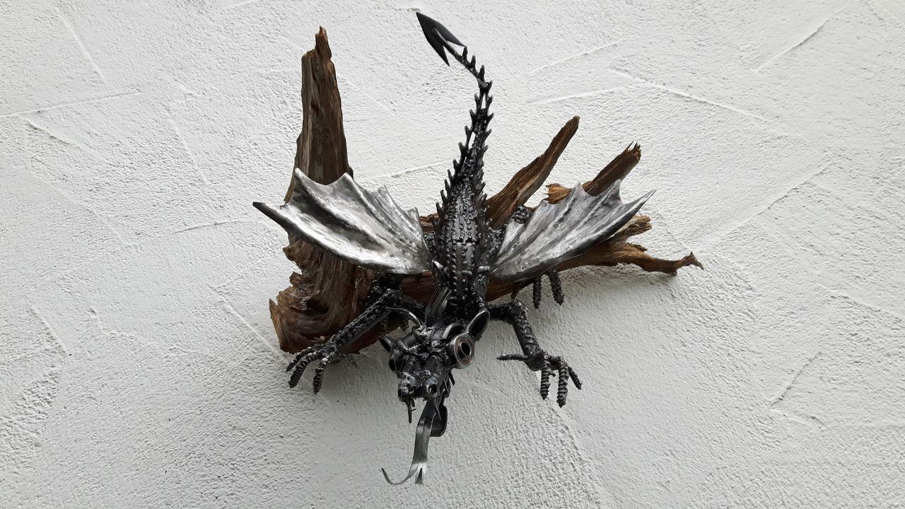 drachenblut kunst aus schrott drache in sontheim. Black Bedroom Furniture Sets. Home Design Ideas
