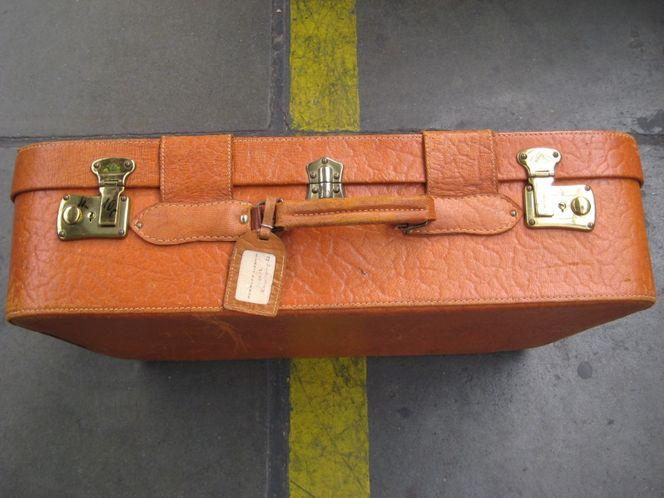 Installation, Koffer, Reise, Ärger, Plastik, Figural