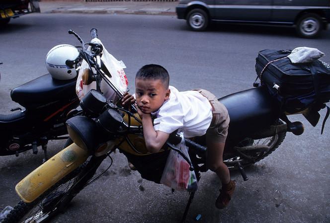 Kind, Mofa, Straße, Hongkong, Junge, Fotografie