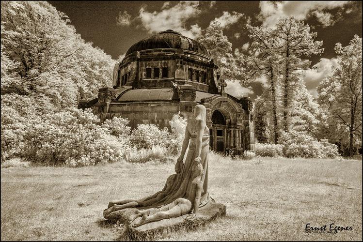 Schwarzweiß, Hamburg, Infrarot, Friedhof, Monochrom, Skulptur