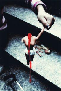 Unschuldig, Blut, Säge, Barbie