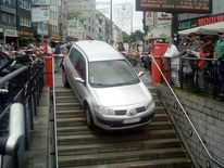 Auto auf u, Wiener platz köln, Bahntreppe, Fotografie