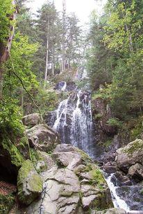 Wasserfall, Baum, Felsen, Himmel