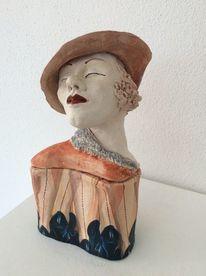 Frau, Tonplastik, Beine, Hut