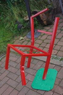 Skulptur stehend, Stuhl aus rohr, Ölfarbe gemalt, Kunsthandwerk