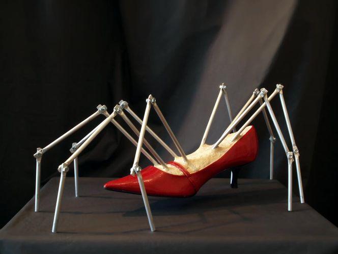 Objekt surrament, Spinne, Surreal, Schuhe, Plastik