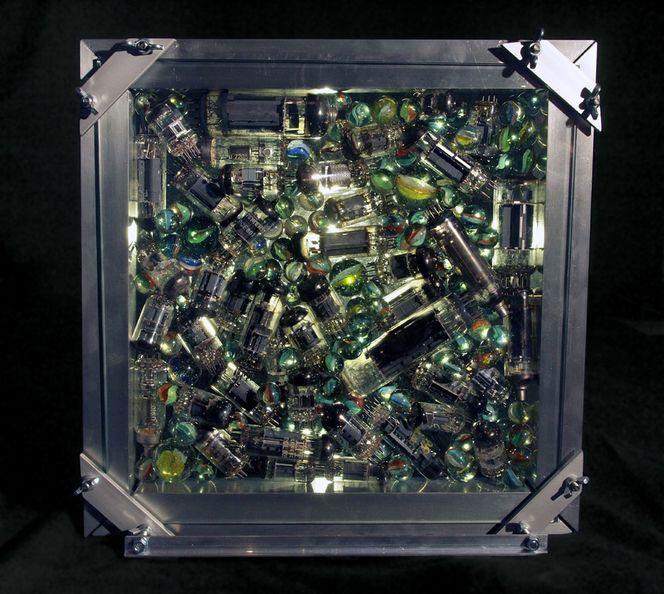 Radioröhren, Murmel, Akkumulation, Schaukasten, Plastik, Radio