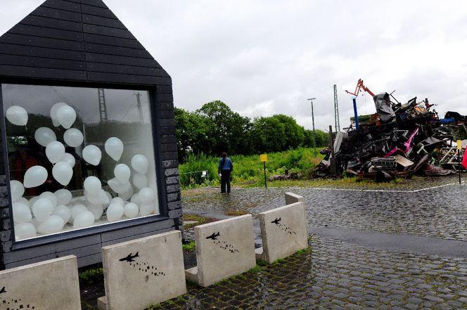 Skulptur, Bahnhof, Prima neanderthal, Installation, Critical art, Katyschnne