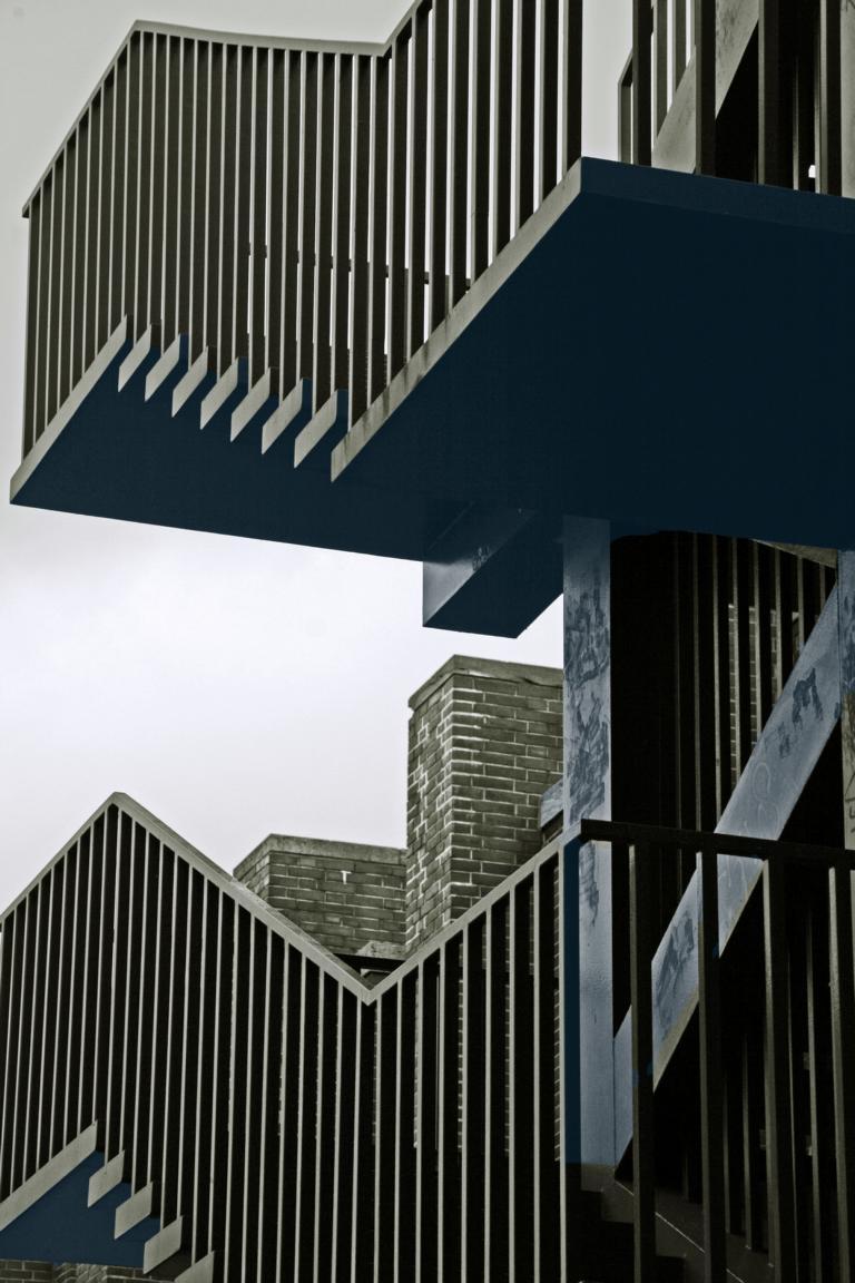 treppe fotografie architektur schwarz wei treppe von dirk vollert on kunstnet. Black Bedroom Furniture Sets. Home Design Ideas