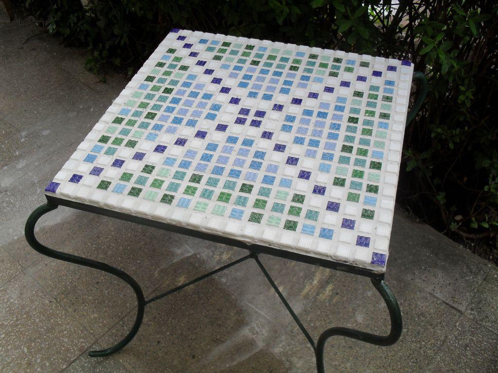 bild mosaik tisch kunsthandwerk von mycrazypictures bei. Black Bedroom Furniture Sets. Home Design Ideas