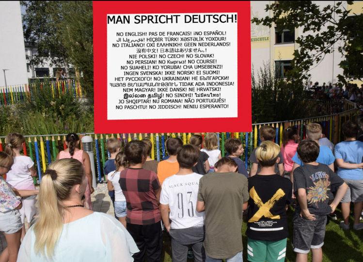 Strache, Schulhof, Asylant, Türkis, Schule, Fpö