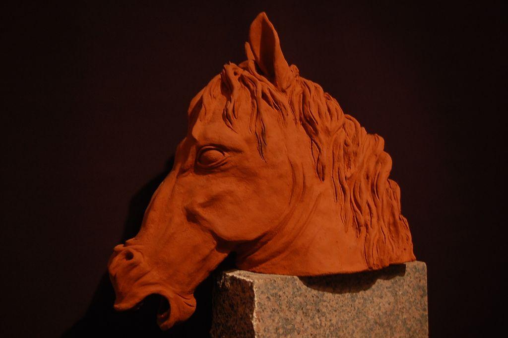 pferd bewegung ton plastiken keramikfigur von dueweley bei kunstnet. Black Bedroom Furniture Sets. Home Design Ideas